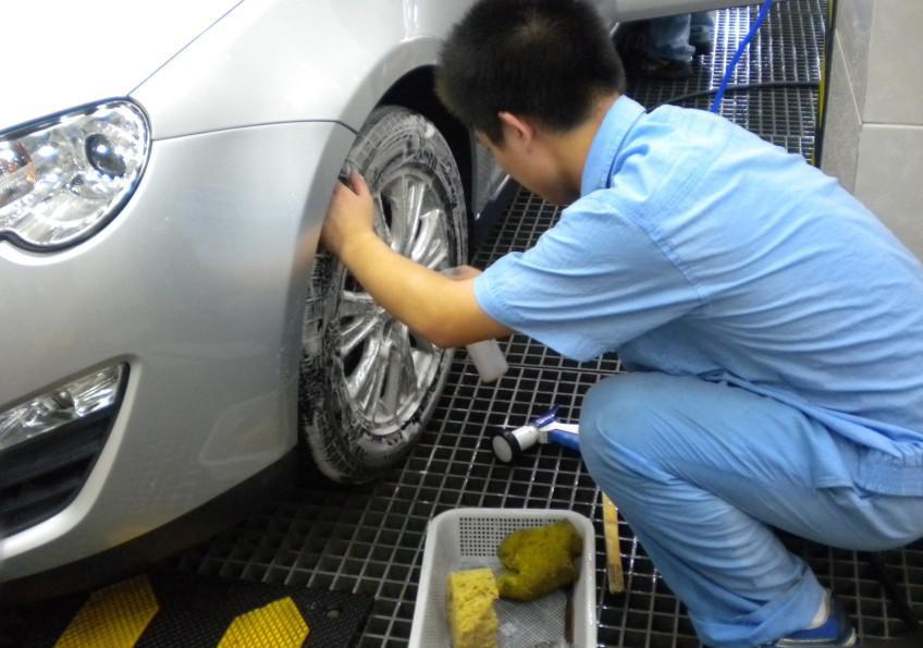 自己洗车的3大误区,总有人说雨后可以不洗车