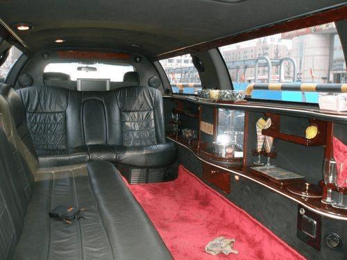 新郎租辆加长林肯当婚车,坐进去才发现,这车不是要钱是要命!