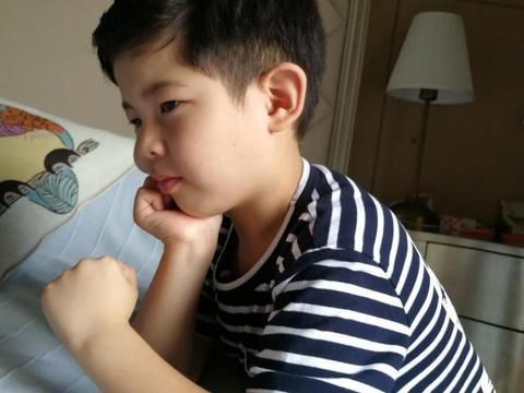 胡可为儿子做发型,没有刘海的安吉帅出新高度