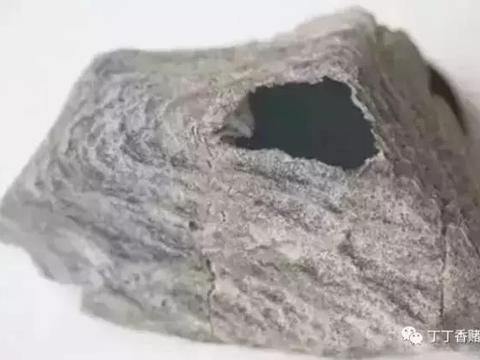 一块开窗的翡翠高冰,从原石到成品的诞生过程