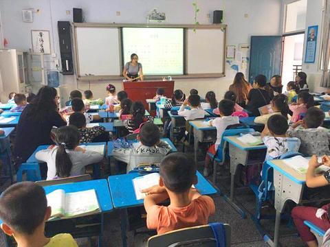 南充和平路小学开展新教师见面课教研活动年级小学三劳动课图片
