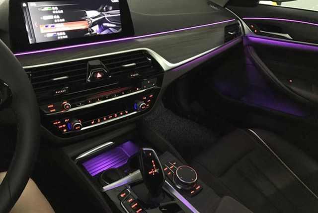 新款宝马530li提回家,车主坦言:便宜,最喜欢车里的氛围灯!