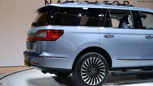 最委屈的7座SUV,车长5.2米,第三排能跷二郎腿,降价10万没人买