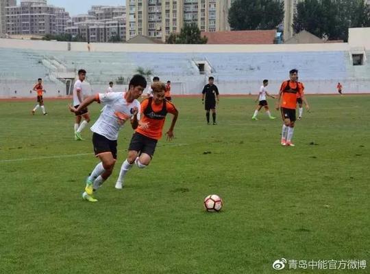 有消息显示,为了重返中甲,青岛中能开出巨奖,老板乔伟光在球队的国庆