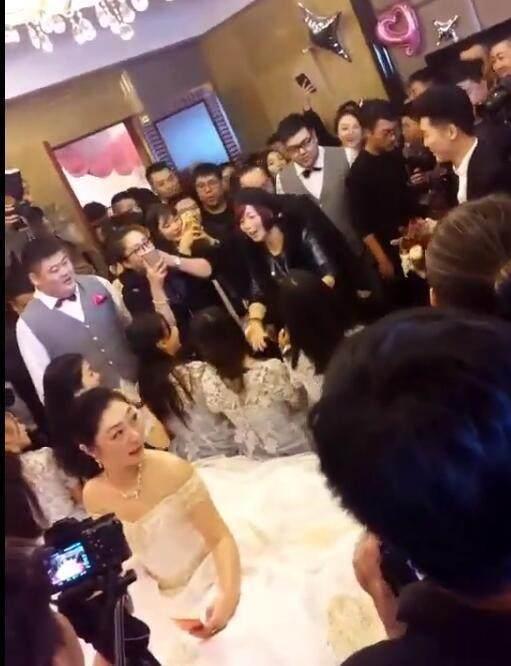 杨坤儿子大婚,四十辆劳斯莱斯二十多位明星来助阵
