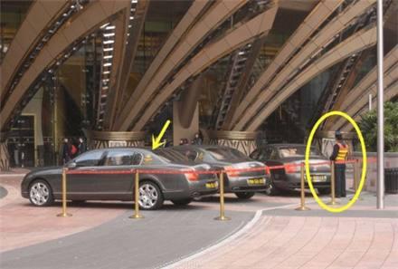 赌场门口停放着3辆豪车,没上亿身价,就没资格坐!
