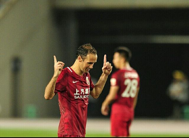 上海上港葡萄牙球星卡瓦略被判处七个月监禁