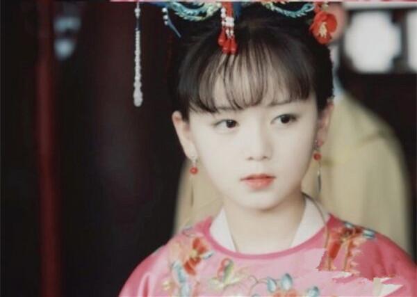 小戏骨版《红楼梦》薛宝钗比林黛玉还抢镜,才12岁就拿