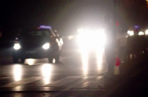 """全国首例!滥用远光灯致对方车辆撞死行人,""""远光狗""""被判担责!"""