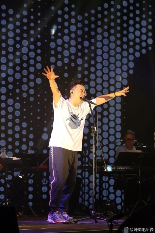 那英退出《新歌声》,陈奕迅首发声回应黑幕言论