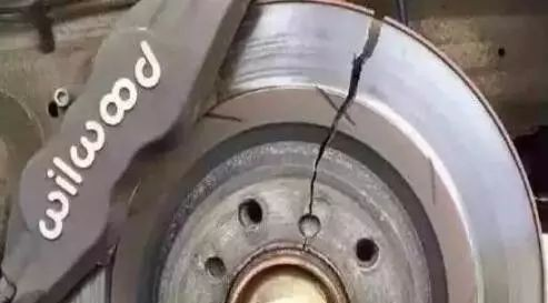 【提问】明明用的是正品刹车片,为什么还裂了?