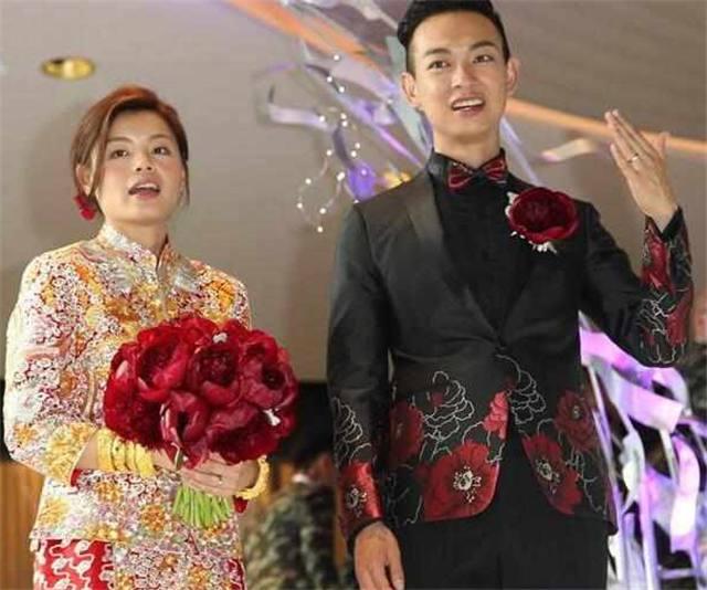 妻子被批太丑,但他结婚时送豪车豪宅,还请来了半个娱乐圈明星!