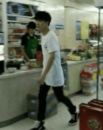 薛之谦人设崩塌后再上综艺出新歌, 网友纷纷表示希望他能站起来