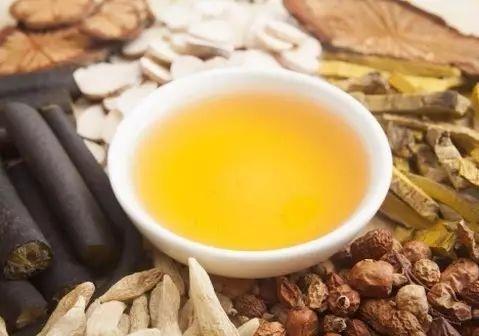 """保温杯里只泡枸杞?中医教你选最适合自己的""""养生茶"""""""