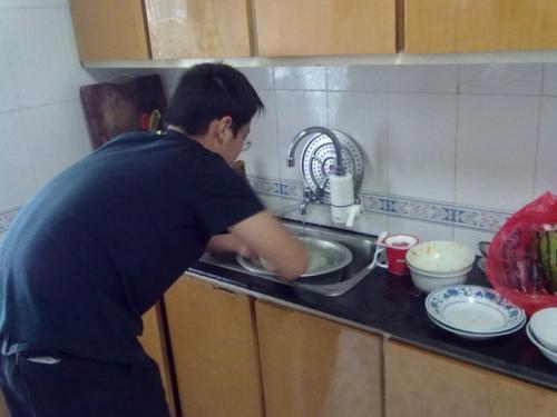 饭后谁洗碗引发夫妻战争,男人究竟要女人干多少家务?