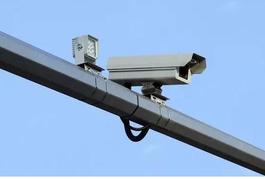 """交警提醒:""""电子警察""""上岗,系安全带也会被抓拍"""