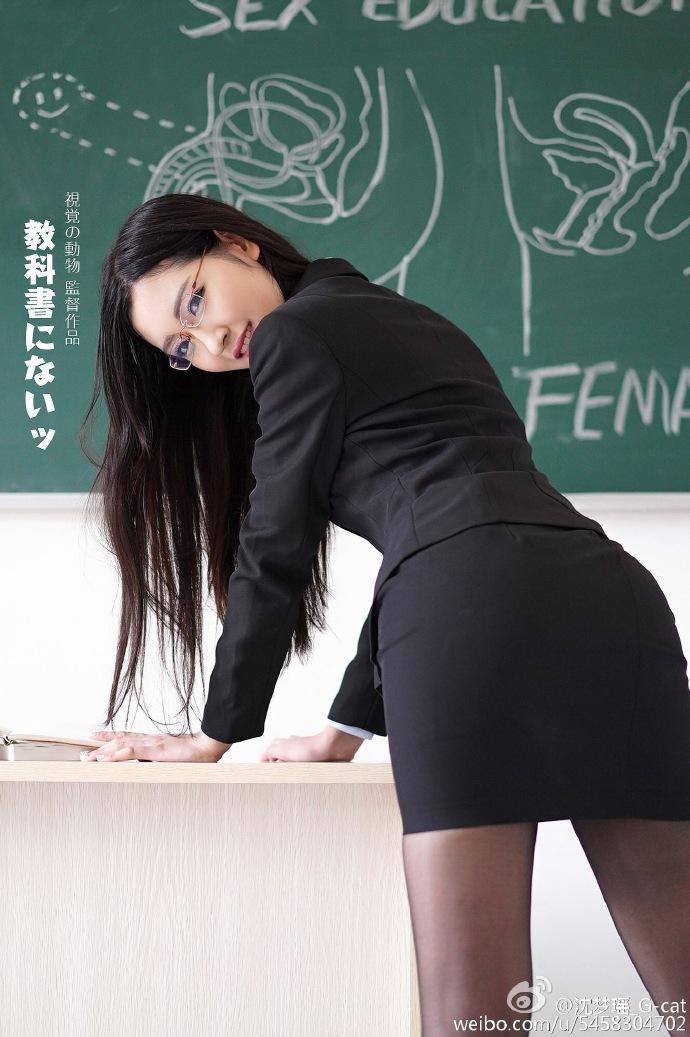 网红发大尺度写真称关注性教育 专家:玷污性教育