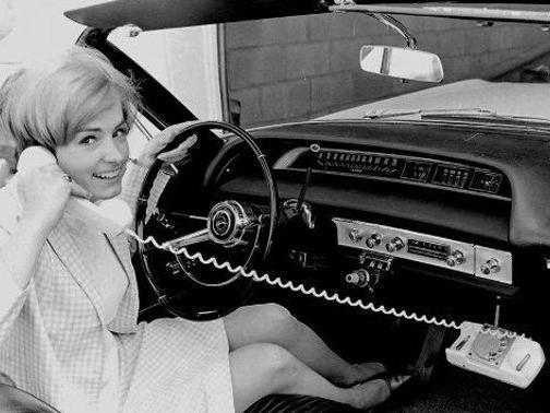 没想到最早出现的<em>车载</em>系统,居然是一部<em>电话</em>?