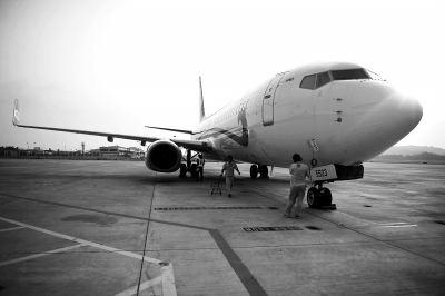 他们第一次坐我的航班 帅哥机长广播感谢父母被赞太有爱