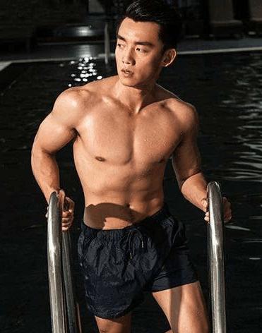盘点娱乐圈那些有腹肌的男明星, 吴磊腹肌初养成!