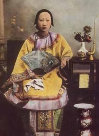慈安太后年轻的照片_慈禧太后和慈安太后,真实照片对比,谁更漂亮?