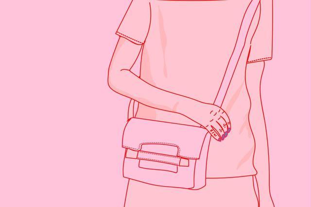 单肩斜挎包并置于身前