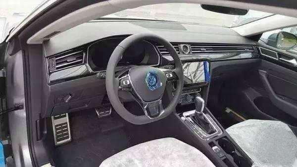 全新大众CC到店实拍,与奥迪A6同平台,仅售24万颠覆中级车形象