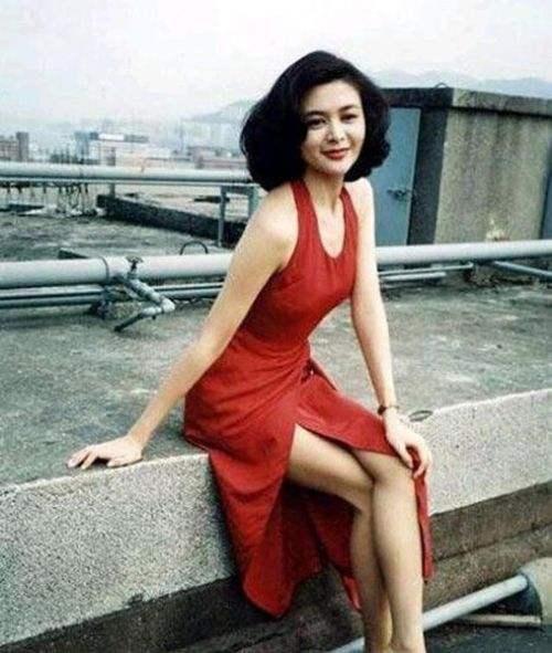 时尚是个轮回体,现在看90年代香港女星的风格也超好看