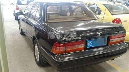 看看这96年的老丰田皇冠,油耗只要7个点,更比新车好开