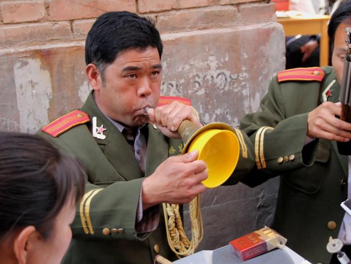 百鸟朝凤,唢呐独奏曲,在北方各地都有不同版本.