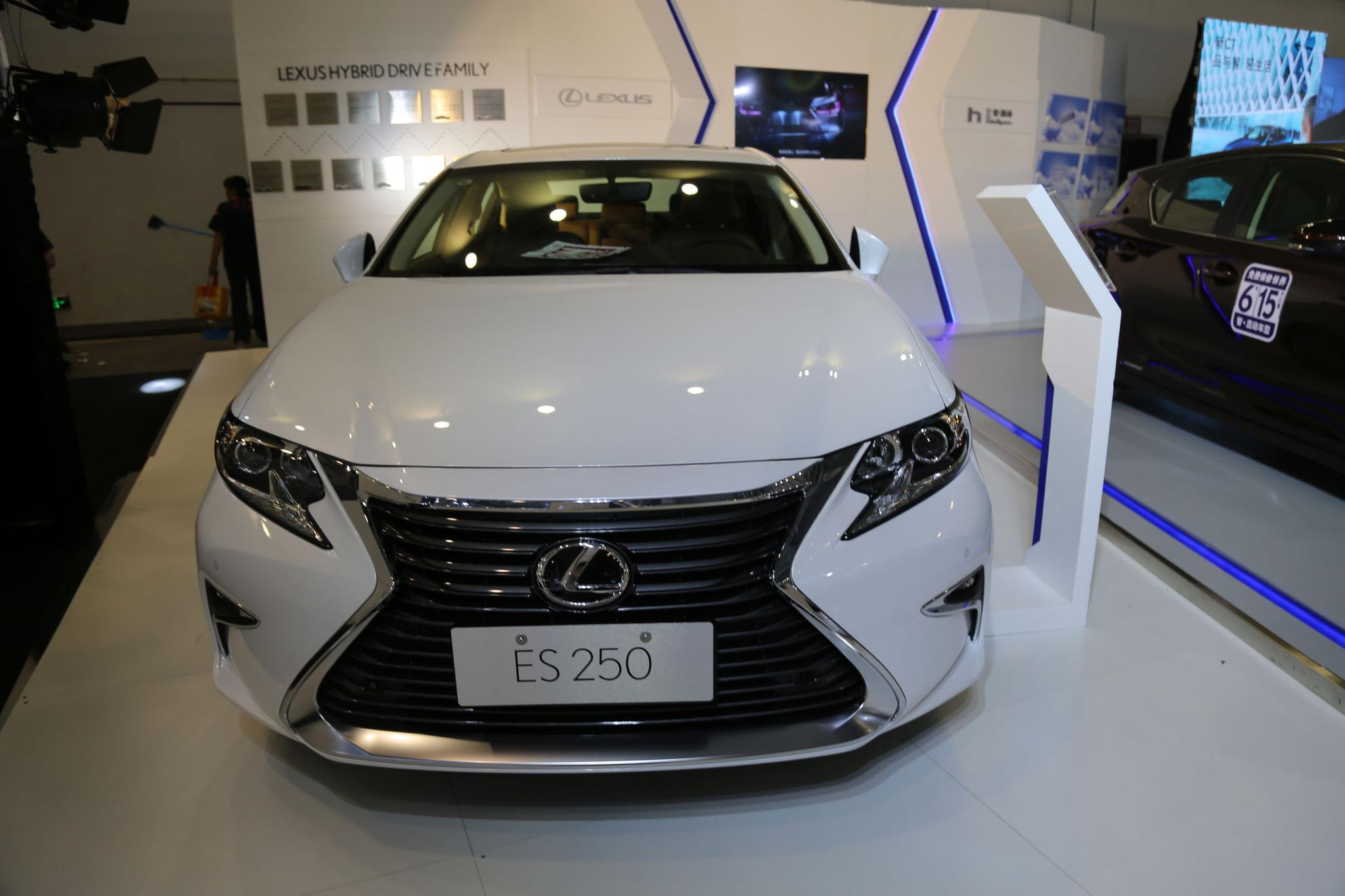 雷克萨斯ES 250,35万级别豪华行政轿车