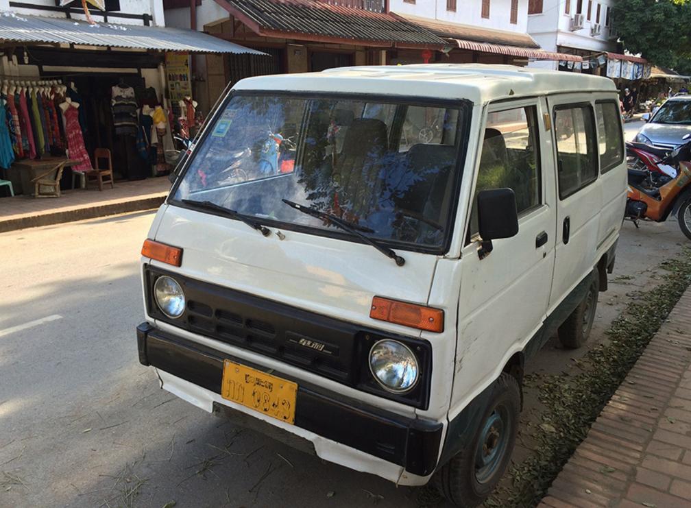 五菱,金杯,老挝路上的中国制造不少,有的车已经绝迹