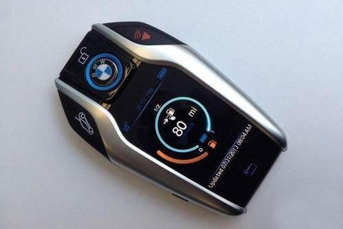 劳斯莱斯的车钥匙外形打火机一样,对于抽烟的车主,那么这钥匙就和你的