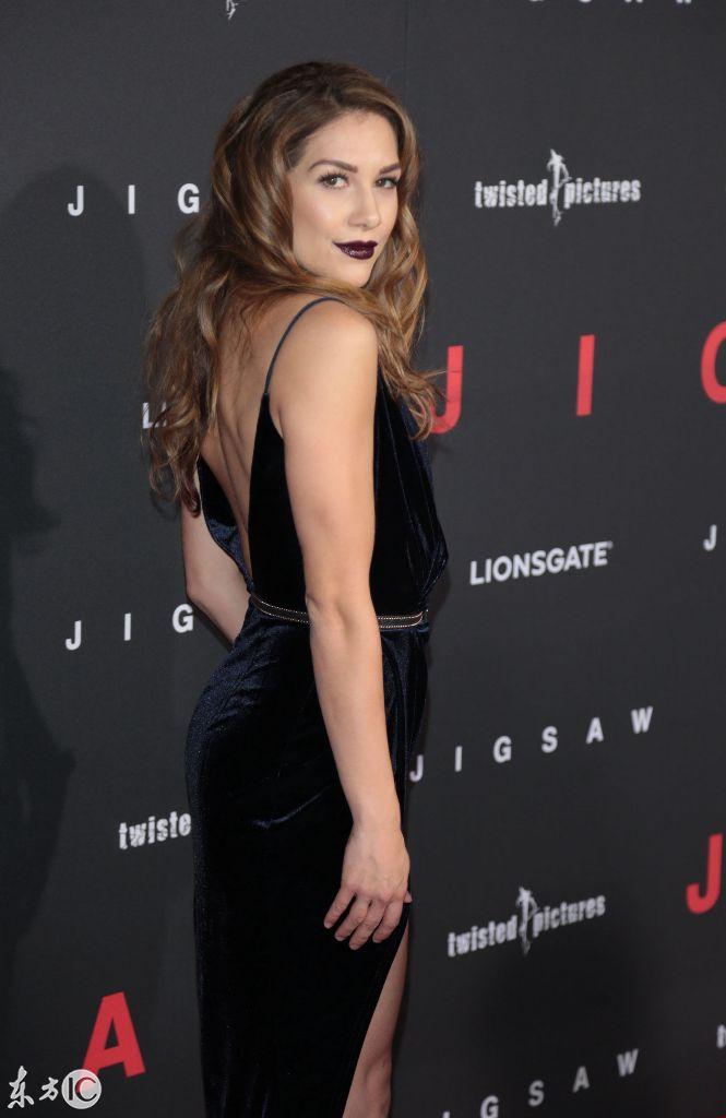 美国舞蹈演员埃里森·霍尔克出席电影首映,好一个烈艳黑唇
