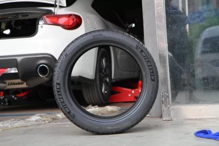 汽车改装,轮毂和轮胎怎么挑?