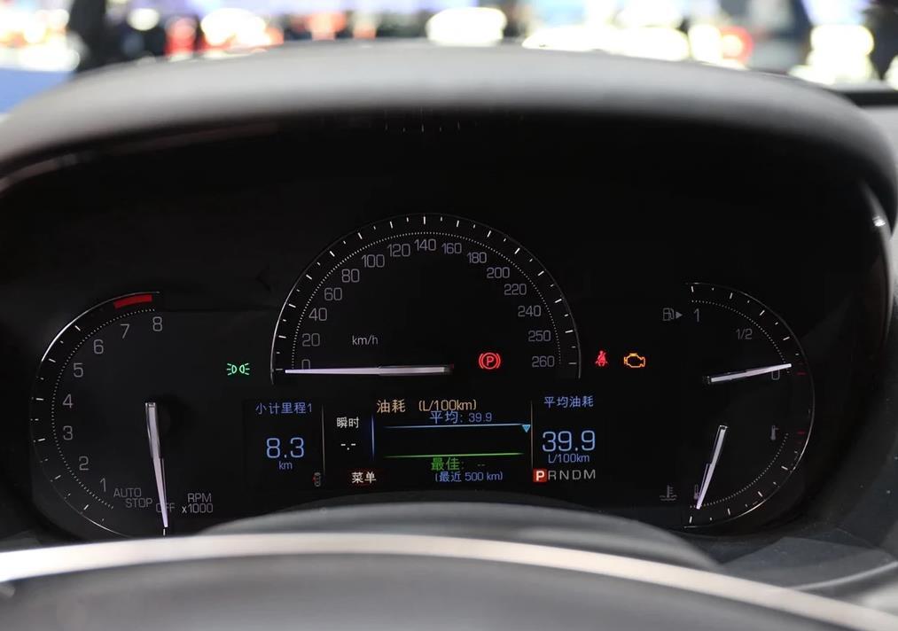 内饰:凯迪拉克ATS提供了多种内饰颜色基调,每种都采用独特的装饰材料,可满足消费者的不同需求,包括淡雅、开放、温暖的色调,以及严肃、大胆、科技感和运动感的色调。2017款凯迪拉克ATS-L配置方面,2017款ATS-L全系增加了4GWi-Fi无线热点功能,内饰仪表灯采用了与老款不同的颜色,由原来的蓝色背光灯改为了白色背光灯。凯迪拉克ATS-L车内,凯迪拉克ATS-L大面积的钢琴烤漆饰板以及皮革配以缝线的中控台营造出了极其强烈的豪华氛围,并且凯迪拉克ATS-L整体设计也非常耐看。凯迪拉克ATS-L真皮方向