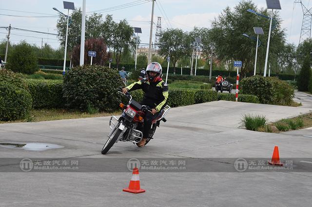 【无敌摩托车】之 熊猫教练的安驾培训