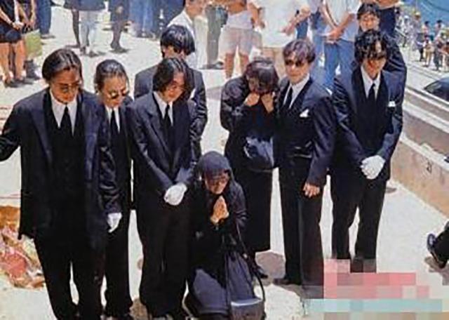 黄家驹葬礼的明星_明星那些让人惋惜的爱情,家驹初恋葬礼痛哭,星爷初恋含泪离世