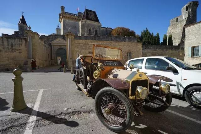 在普罗旺斯亲历一场古董车聚会是怎样的体验