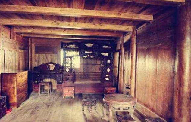 细究杨大爷的祖辈,方知杨大爷祖上在明朝做过大官,后家道中落,留下了这座老屋。