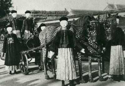 108年前慈禧葬礼:场面风光诡异,棺材离奇见血