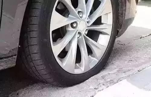 检查一下胎压是否达到气压标准,或者没事看看轮胎有没有扎到东西,平常图片