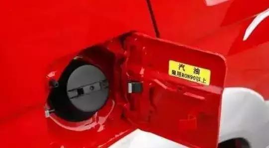 汽车油箱为什么要有左右之分,大多数人都不懂