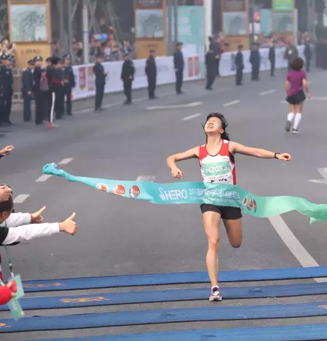 10公里组,刘露以00:38:29夺冠、曾英以00:42:48、陈红羽以00:43:47获得赛事第二名、第三名。