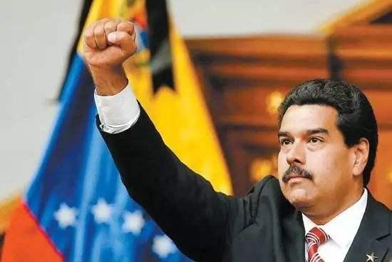 委内瑞拉总统竟在全国电视讲话直播中偷吃馅饼
