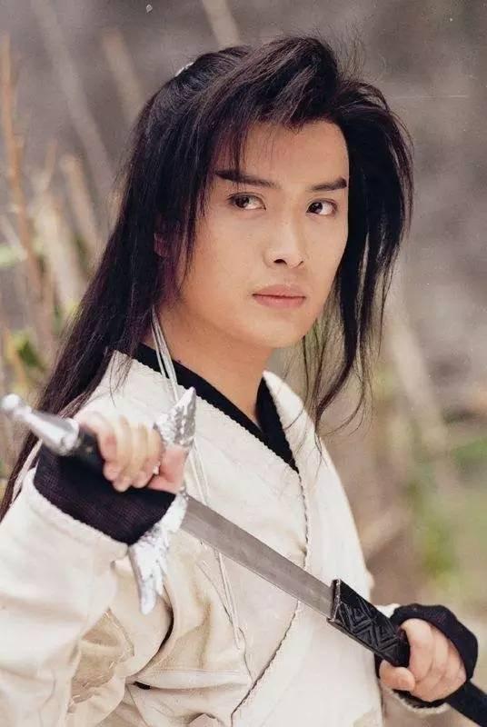 特别选角就很a女侠,黄海冰女侠长得特别标致的美男子,首先像武侠小说香港80就是电视剧v女侠年代图片
