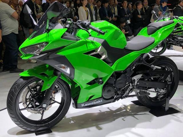 米兰车展川崎发布二代机械增压摩托车2018款川崎h2sx