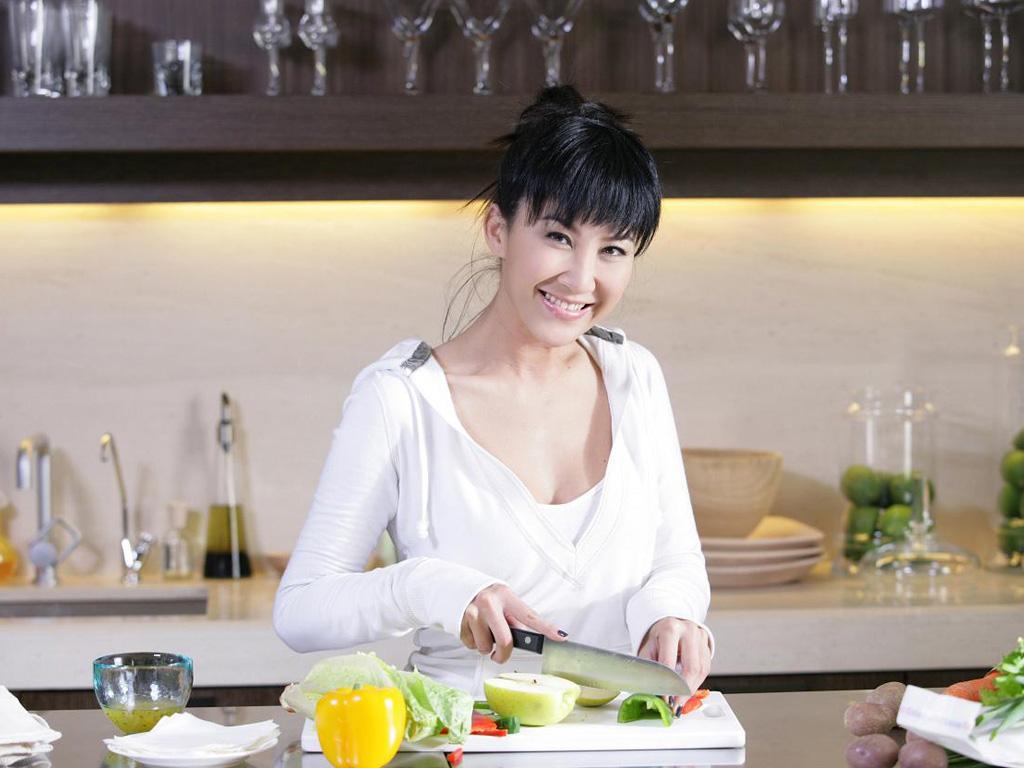 42岁李玟近照,素颜无修图差别大,网友直呼认不出!图片