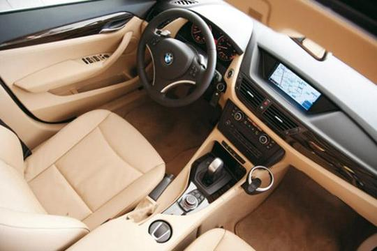 宝马X1为何能比同级奥迪Q3和奔驰GLA要卖的好?