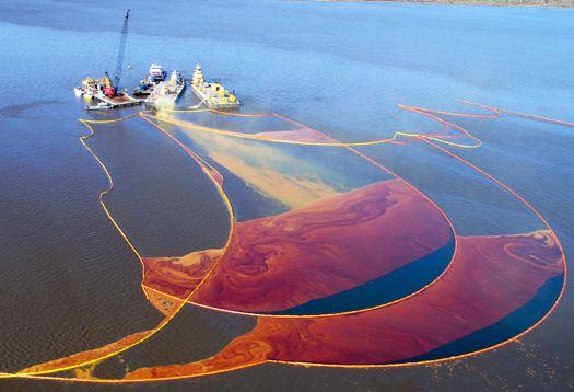 """""""海洋垃圾桶""""英国投入使用 能把海上垃圾""""吸""""走"""